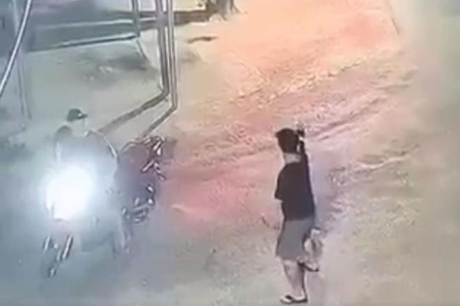[Tin nhanh sáng 5-5-2021] Nhóm thanh niên nổ súng, đuổi chém náo loạn khu phố ảnh 2