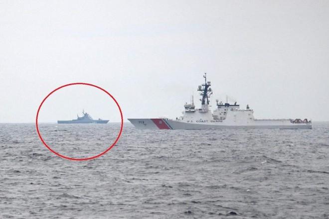 Chiến hạm Nga bám sát tàu tuần duyên Mỹ trên Biển Đen ảnh 1