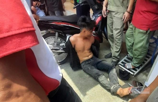[Tin nhanh sáng 12-5-2021] Người đàn ông bất ngờ ngã khỏi xe, tử vong bên đường ảnh 1