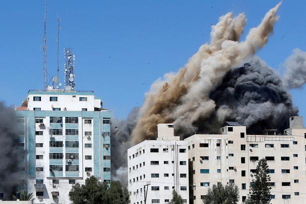 Israel đánh sập trụ sở các hãng truyền thông quốc tế ở Gaza ảnh 1