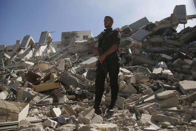Cuộc tháo chạy của phóng viên AP trước thời khắc tiêm kích Israel không kích sập cao ốc truyền thông ảnh 1