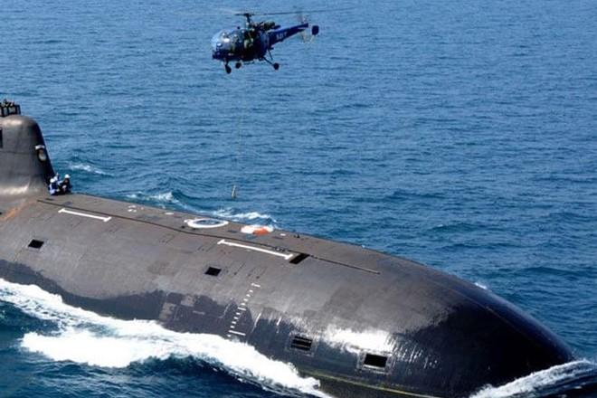 Ấn Độ triển khai tàu ngầm, trực thăng cứu người mất tích trong bão ảnh 1