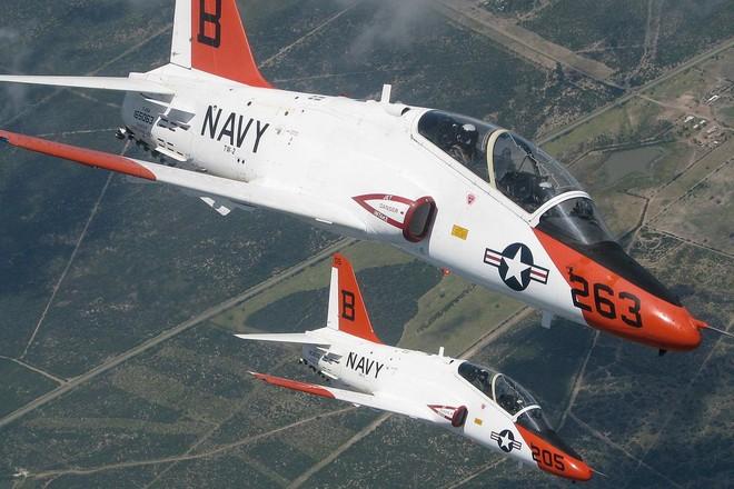 Hai máy bay quân sự Mỹ đâm vào nhau giữa không trung ảnh 1