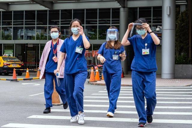 """Hơn 300 bệnh nhân Covid-19 ở Đài Loan """"mất tích"""" bí ẩn ảnh 1"""
