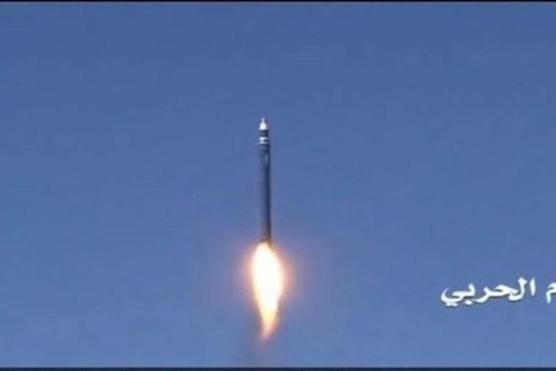 Houthi tấn công tên lửa vào trạm xăng ở Yemen, 14 người chết ảnh 1