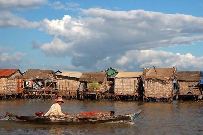 Việt Nam theo sát kế hoạch của Campuchia di dời người gốc Việt ở Biển Hồ ảnh 1