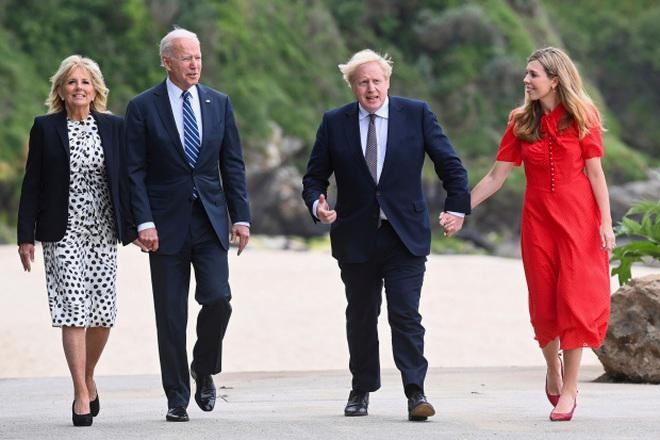 Hé lộ món quà Tổng thống Mỹ tặng Thủ tướng Anh ảnh 1