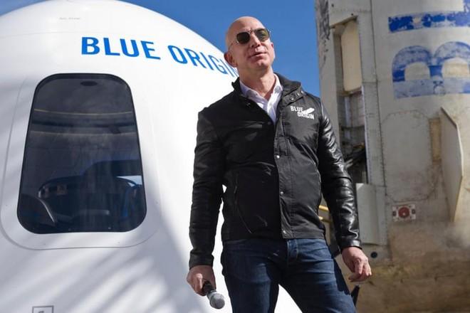 Chi 28 triệu USD bay vào vũ trụ cùng tỷ phú Jeff Bezos ảnh 1