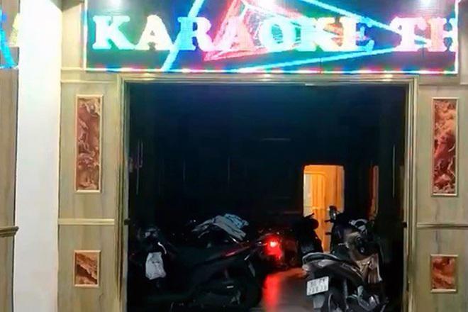 [Tin nhanh tối 20-6-2021] Nhân viên múa thoát y trong quán karaoke ảnh 2