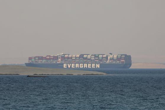Siêu tàu container từng chắn ngang kênh đào Suez sắp được thả ảnh 1