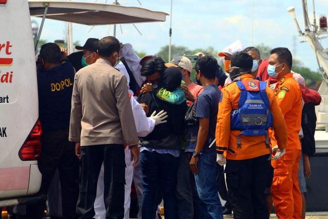 Hàng loạt tàu cá bị chìm ngoài khơi Indonesia, nhiều người thiệt mạng ảnh 1