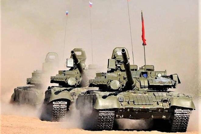 Xe tăng Nga di chuyển đến giáp biên giới với Afghanistan ảnh 1