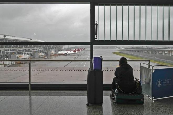 Bão In-Fa đổ bộ Trung Quốc, hàng trăm chuyến bay bị hủy ảnh 1