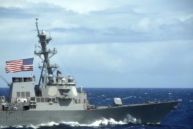 Tàu khu trục Mỹ đi qua eo biển Đài Loan ảnh 1