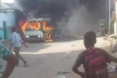 Somalia: Xe buýt chở các cầu thủ bóng đá bị đánh bom, 5 người chết ảnh 1