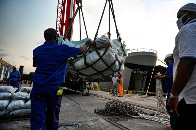 Tàu Mexico chở 612,5 tấn hàng viện trợ nhân đạo tới Cuba ảnh 1