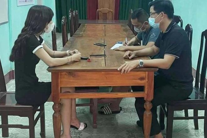[Tin nhanh sáng 3-8-2021] Cô gái tự cởi nội y giữa cầu Trường Tiền, quay clip phát tán lên mạng ảnh 2