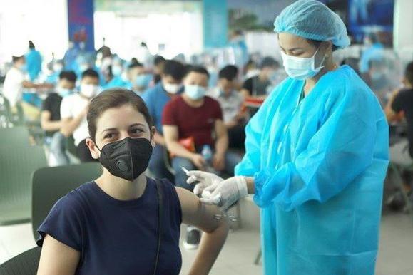 Bao nhiêu liều vaccine ngừa Covid-19 đã được tiêm trên toàn cầu? ảnh 1