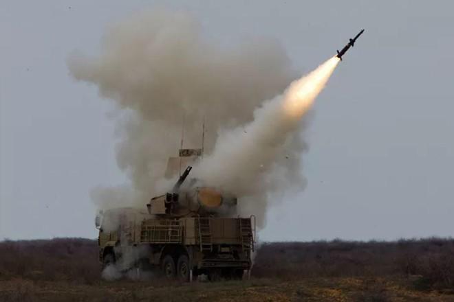Phòng không Syria đồng loạt khai hỏa, bắn hạ tên lửa Israel ảnh 1