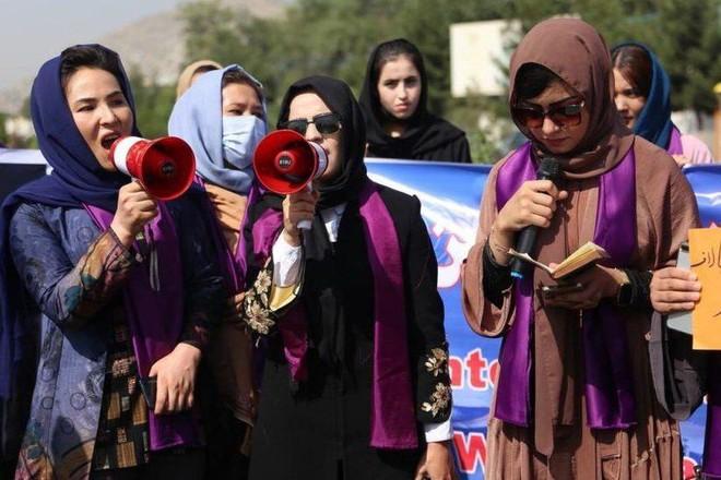 Taliban cấm nữ giới vào… Bộ Phụ nữ ảnh 1