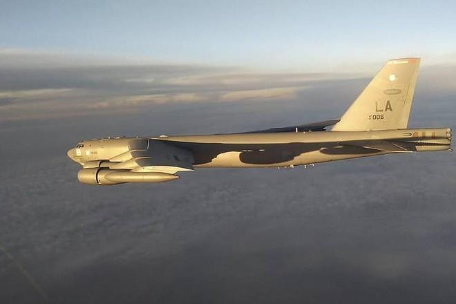 3 tiêm kích Su-35S Nga đồng loạt xuất kích giám sát máy bay ném bom B-52H Mỹ ảnh 1