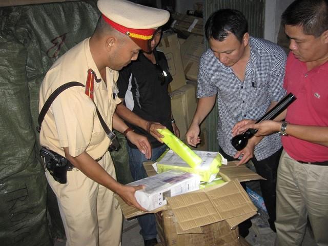 Ôtô lắp biển giả, chở 71 kiện hàng lậu về Hà Nội tiêu thụ ảnh 2