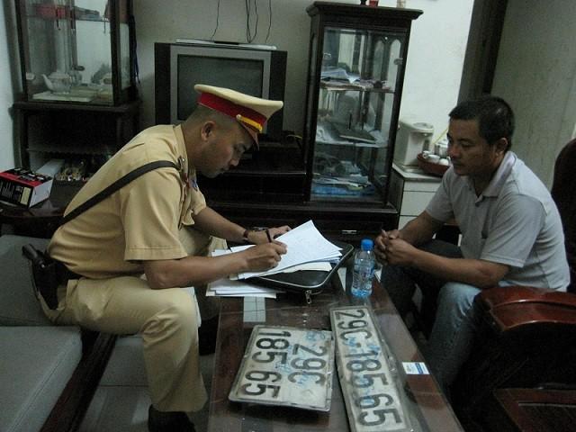 Ôtô lắp biển giả, chở 71 kiện hàng lậu về Hà Nội tiêu thụ ảnh 5