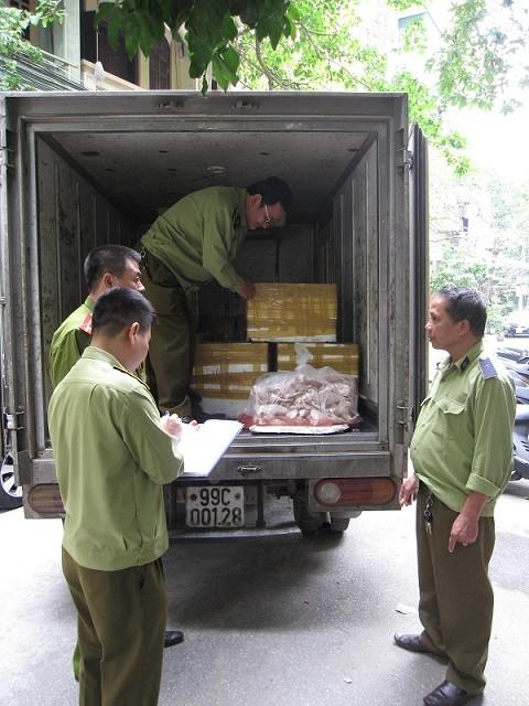 Phá vụ vận chuyển tai lợn thối thu mua từ Hà Nội đến Bắc Giang ảnh 2