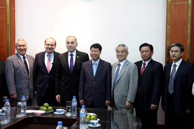 Thứ trưởng Bùi Văn Nam tiếp đoàn học giả Hoa Kỳ và Nhật Bản