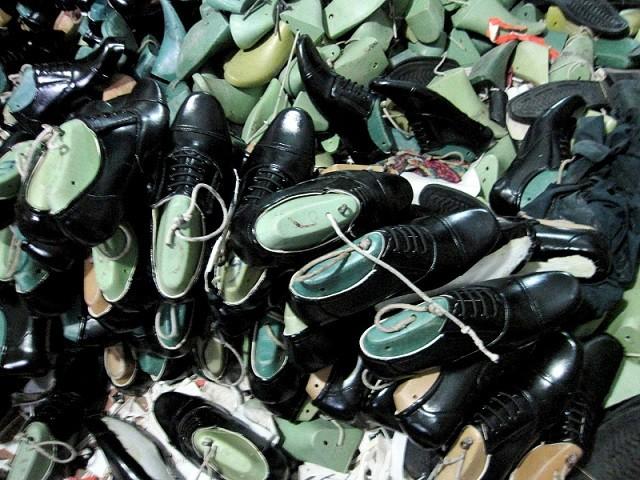 Triệt phá xưởng sản xuất giày quân trang giả ảnh 6