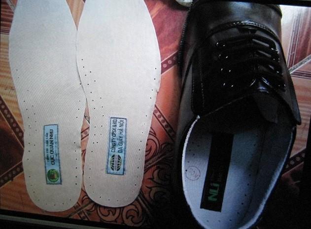Triệt phá xưởng sản xuất giày quân trang giả ảnh 5
