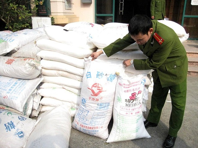 """Hàng chục tấn ô mai, mì chính Trung Quốc """"đổ bộ"""" về Hà Nội ảnh 4"""