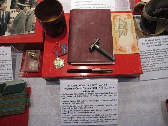 Tiếp nhận kỷ vật lịch sử CAND của các tỉnh Hà Nam - Nam Định - Thái Bình ảnh 3