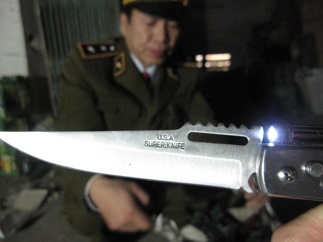 Thu giữ 4.000 con dao bấm sắc nhọn ảnh 3