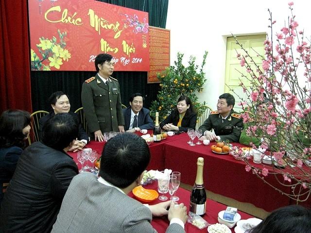 Thứ trưởng Thường trực Đặng Văn Hiếu thăm, chúc Tết CAQ Tây Hồ ảnh 4