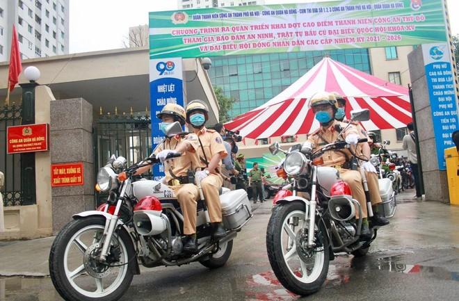 Hơn 11.000 đoàn viên, thanh niên Công an Thủ đô ra quân bảo đảm an ninh, trật tự cho ngày hội bầu cử ảnh 1