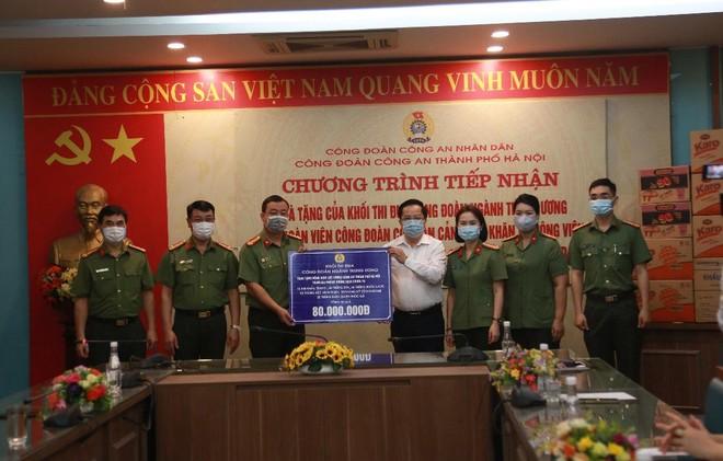 Chung tay cùng lực lượng Công an Thủ đô trên tuyến đầu chống dịch ảnh 2