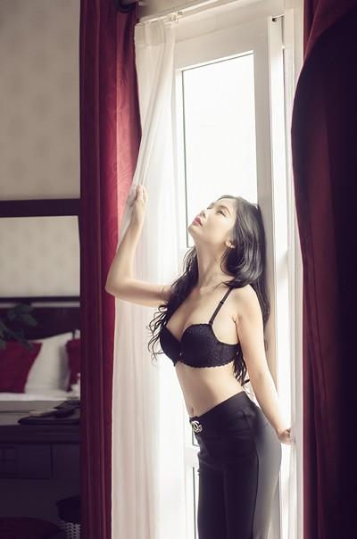 """Sau nude, Xuân Thuỳ """"diện"""" nội y khoe đường cong cực chuẩn ảnh 4"""