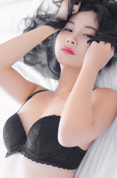 """Sau nude, Xuân Thuỳ """"diện"""" nội y khoe đường cong cực chuẩn ảnh 9"""