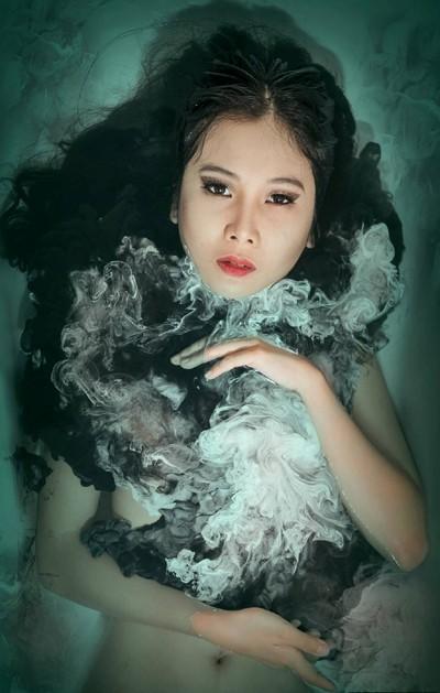 Người mẫu Xuân Thuỳ cực ấn tượng với nước màu ảnh 3