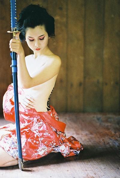 Người mẫu Xuân Thuỳ hoá thân thành nữ kiếm sĩ Samurai ảnh 4