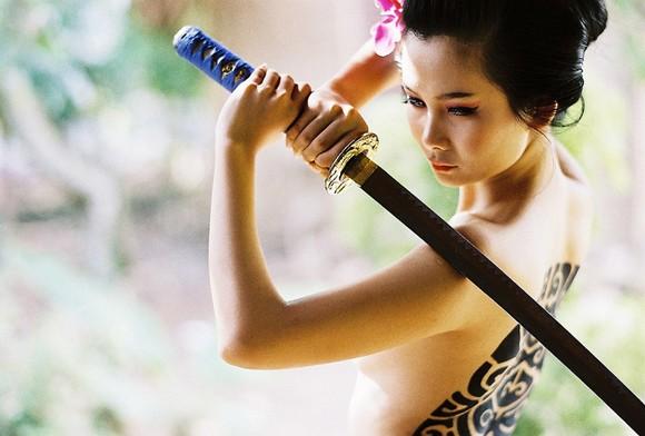 Người mẫu Xuân Thuỳ hoá thân thành nữ kiếm sĩ Samurai ảnh 6