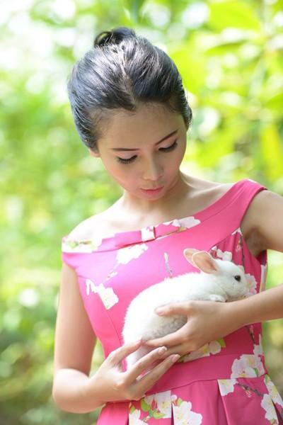 Chán nude, người mẫu Xuân Thuỳ vào rừng chơi… với thỏ ảnh 1