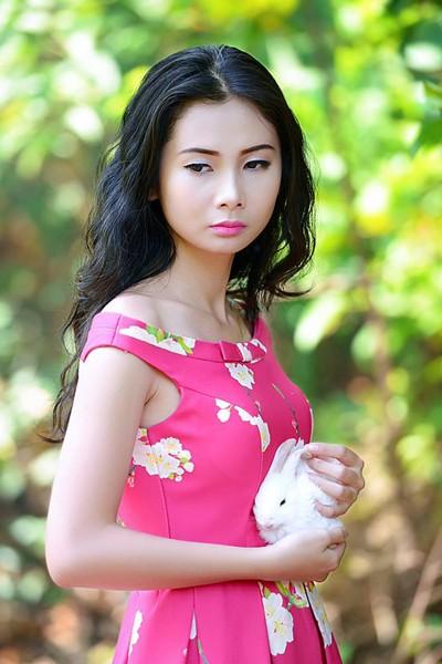 Chán nude, người mẫu Xuân Thuỳ vào rừng chơi… với thỏ ảnh 2