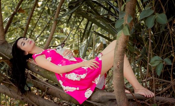 Chán nude, người mẫu Xuân Thuỳ vào rừng chơi… với thỏ ảnh 5