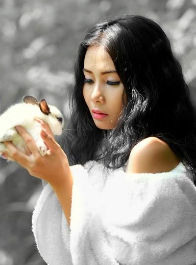 Chán nude, người mẫu Xuân Thuỳ vào rừng chơi… với thỏ ảnh 6