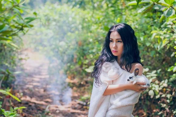 Chán nude, người mẫu Xuân Thuỳ vào rừng chơi… với thỏ ảnh 8