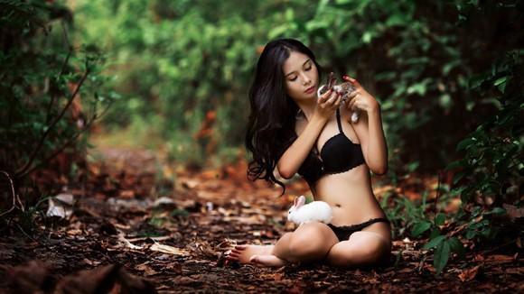 Chán nude, người mẫu Xuân Thuỳ vào rừng chơi… với thỏ ảnh 10