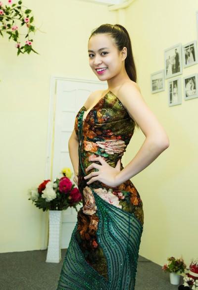 Hoàng Thuỳ Linh khoe đường cong gợi cảm ảnh 10