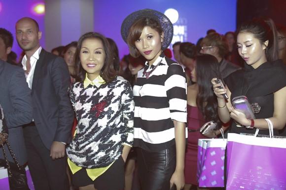 """Trang """"lạ"""" xuất hiện cá tính ở Singapore Fashion Week ảnh 10"""